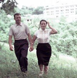 Гагарин с супругой