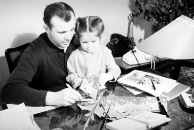 Гагарин с дочерью